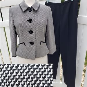 Tahari 2 pc. Pants Suit Black White Blazer Jacket